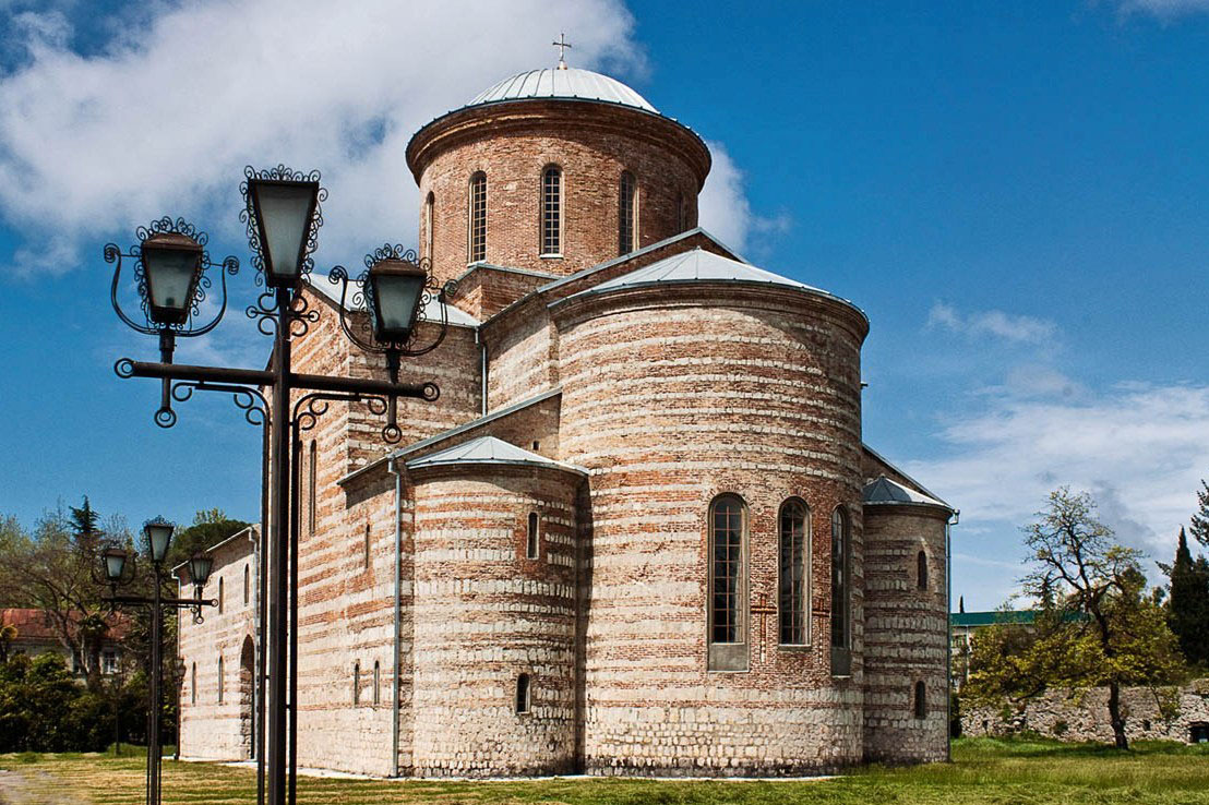 pitsundskij-hram-1